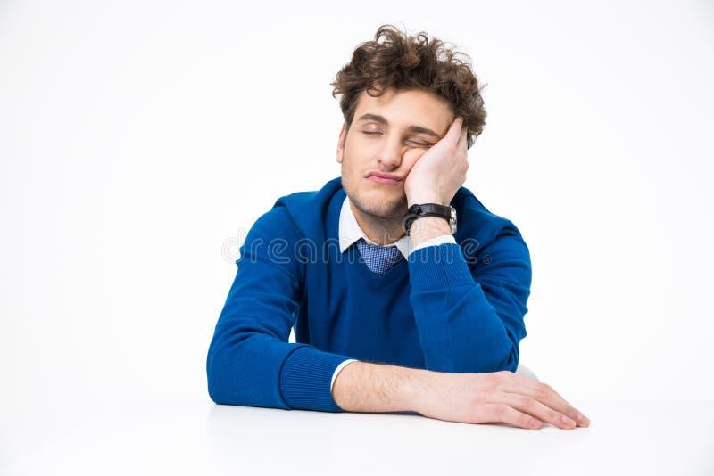 Trött affärsman som sover på tabellen arkivbilder