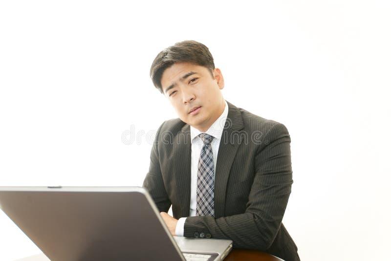Download Trött asiatisk affärsman fotografering för bildbyråer. Bild av jobb - 37347991