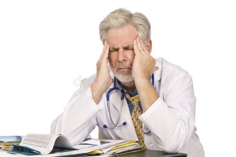 Trött doktor With Headache arkivfoton