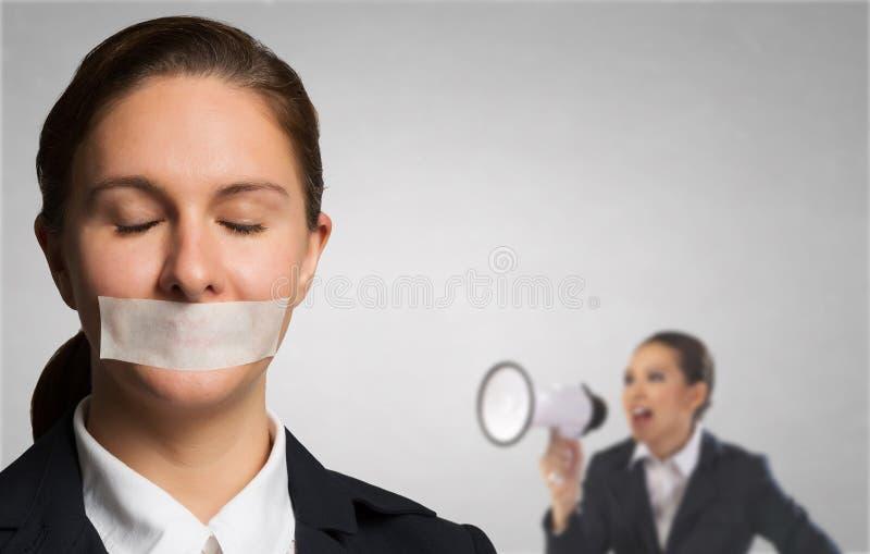Trött kvinna under butryck arkivfoton