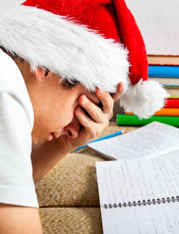 Trött student i Santa Hat royaltyfri foto