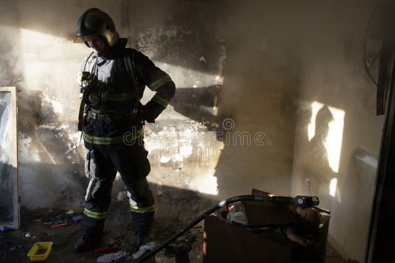 tröttad brandman royaltyfri bild