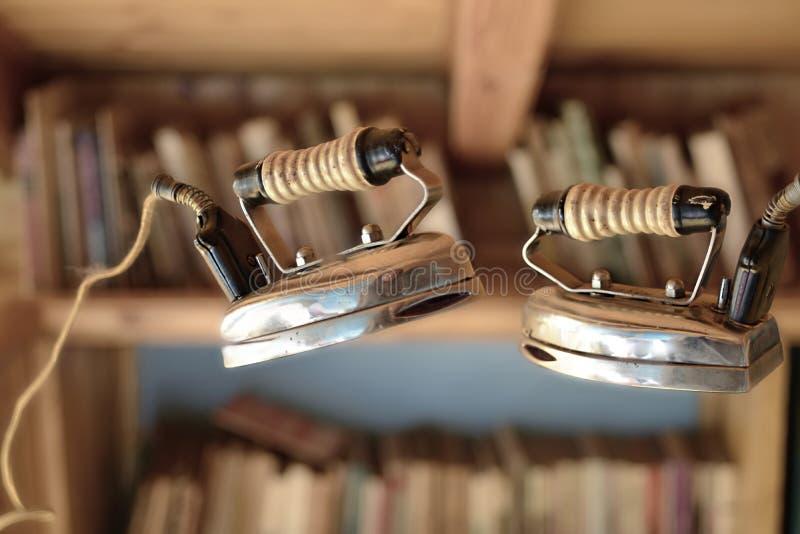 Download Tröttande Hushållsarbetestrykning Fotografering för Bildbyråer - Bild av objekt, elkraft: 37346249
