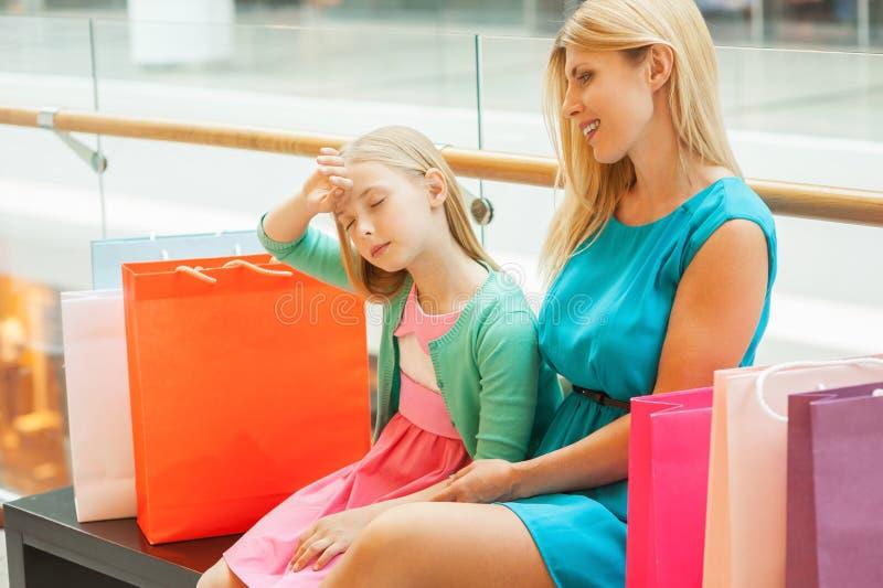 Tröttat av shopping. royaltyfri bild