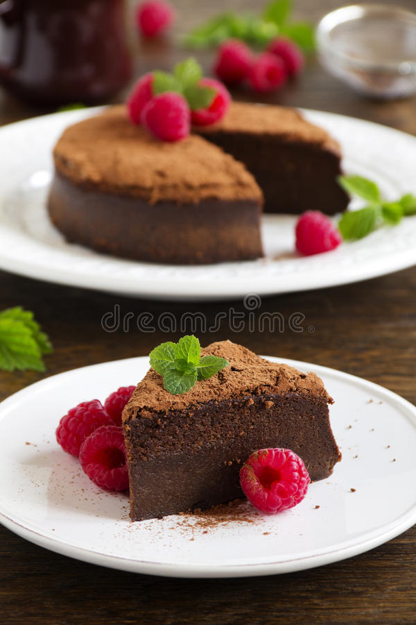 Trüffelschokoladenkuchen lizenzfreies stockbild