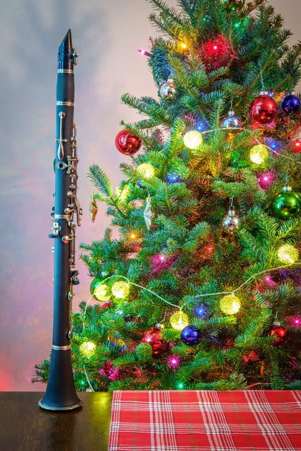 Tr?d f?r julmusikklarinett royaltyfria bilder