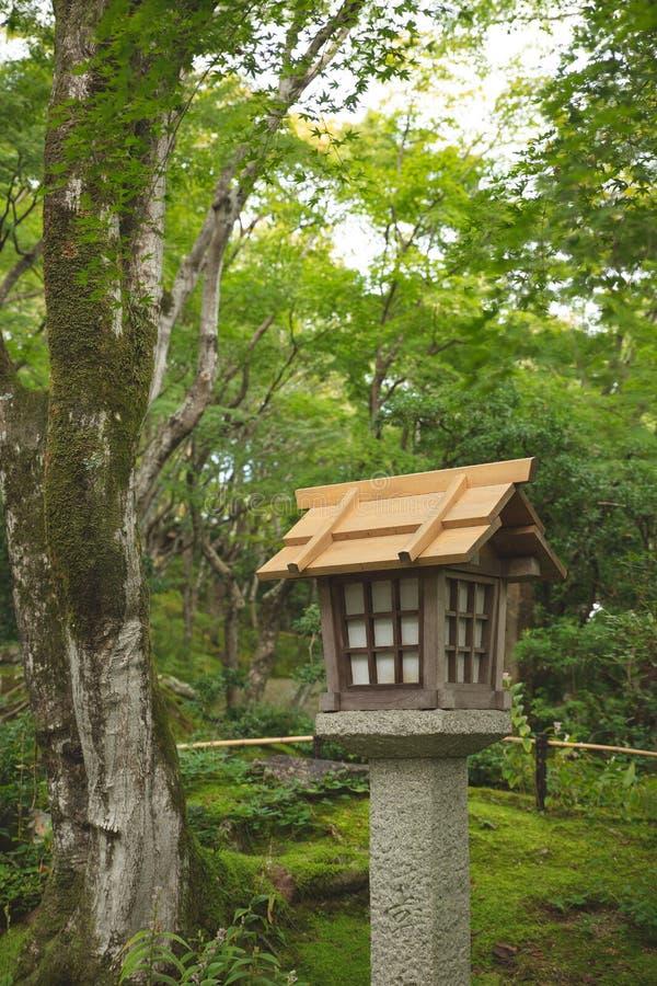 tr?japansk lykta royaltyfri bild