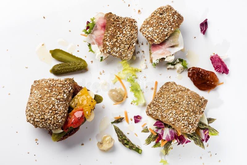 Tr?s sanwiches com vegetais e salmouras fotografia de stock royalty free