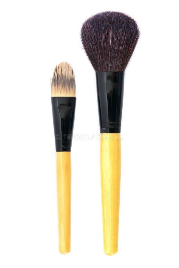 Tr?sminkborstar som isoleras p? vit bakgrund borstar isolerade makeup Sminkborstar isolerade fotografering för bildbyråer