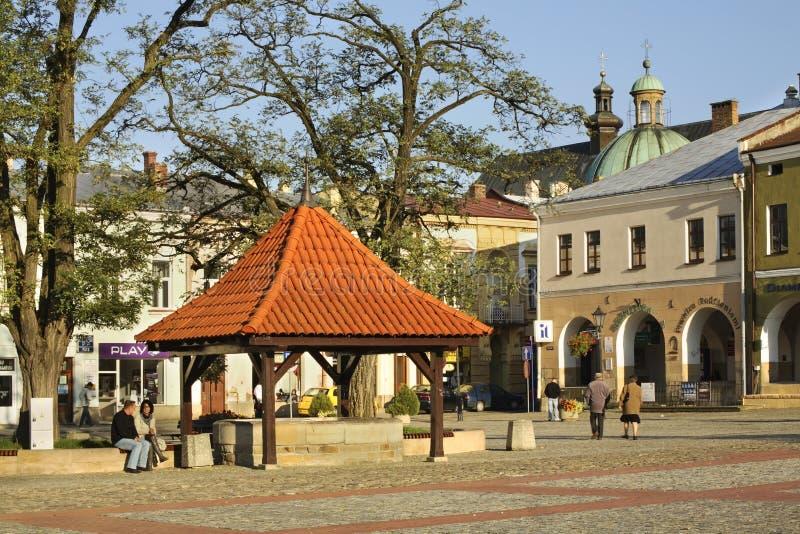 Tração-bem no mercado em Krosno poland fotografia de stock