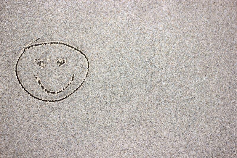 Tração da cara do smiley na areia imagens de stock royalty free
