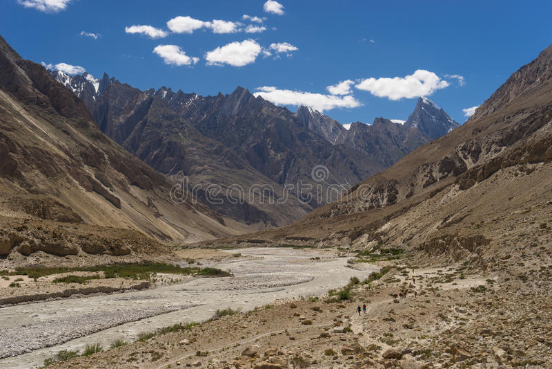 Download Traînée Au Camp De Paiyu, K2trek Image stock - Image du pierre, ciel: 77156305