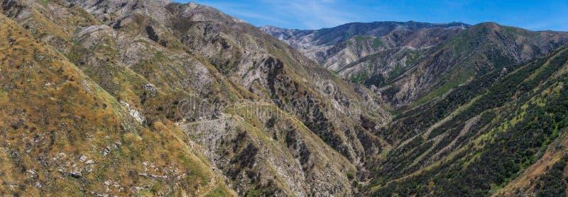 Traînée au-dessus de canyon profond photos stock