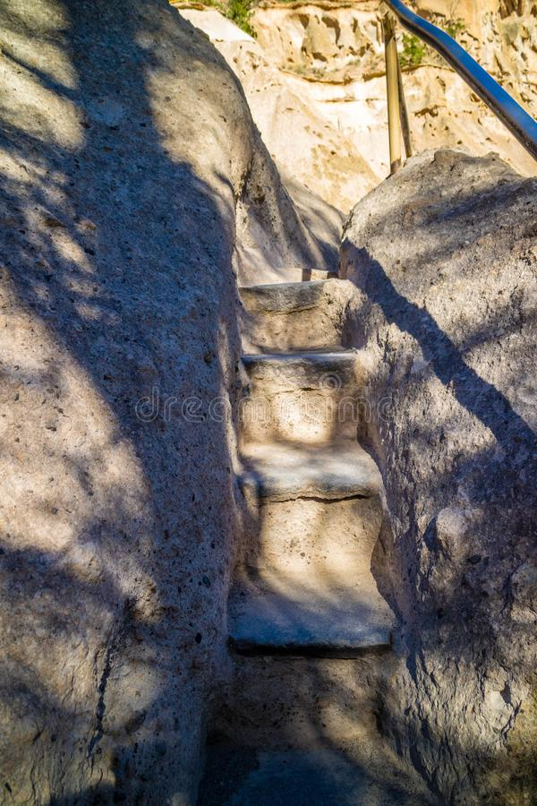 Traînée de Chambre d'alcôve en monument national de Bandelier, Nouveau Mexique photographie stock libre de droits