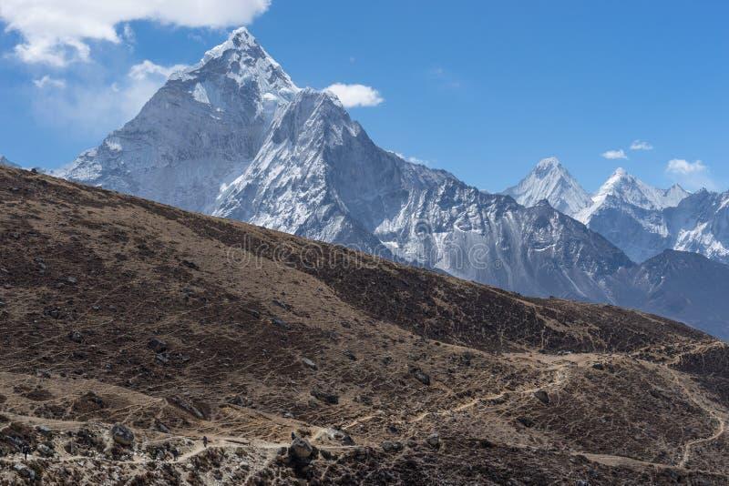 Download Traînée De Trekking Au Passage De Thukla, Région D'Everest Image stock - Image du traînée, nepal: 77151451