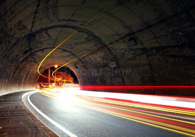 Traînée du trafic dans le tunnel photographie stock libre de droits