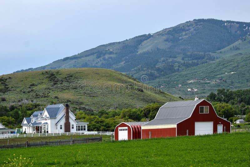 Traînée, l'Idaho, ferme et grange de l'Orégon photo stock