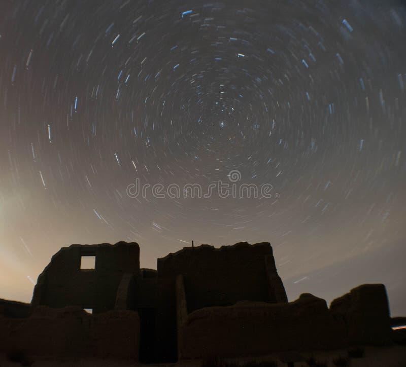 Traînées d'étoile au-dessus de fort Churchill, Nevada photos libres de droits