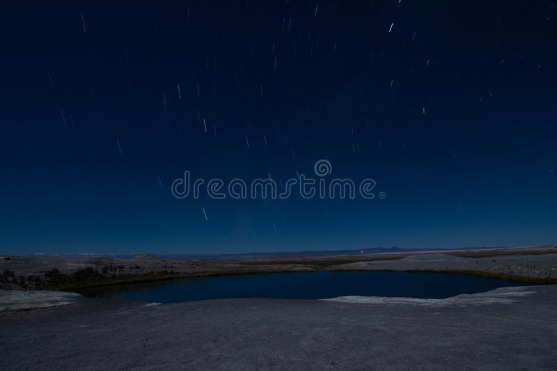 Traînées d'étoile dans le désert d'atacama photographie stock