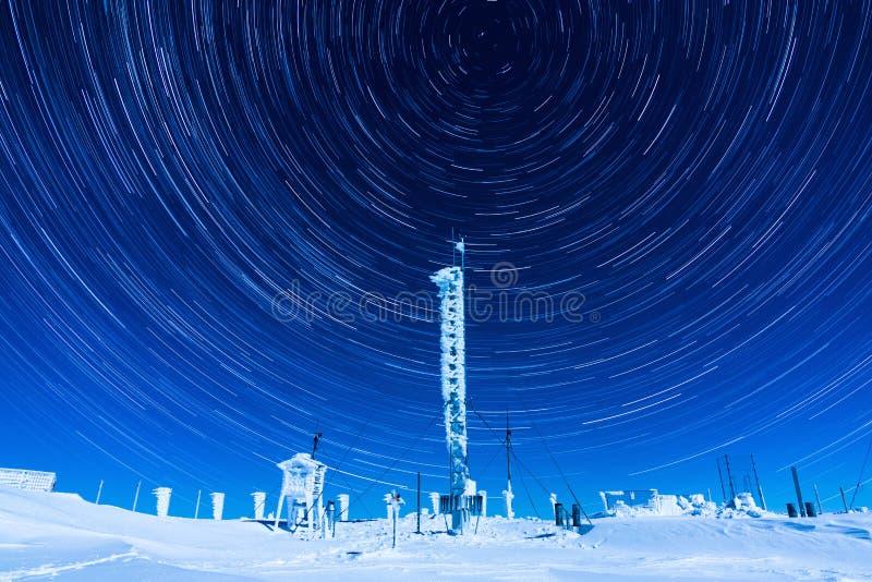 Traînées d'étoile en hiver photos stock