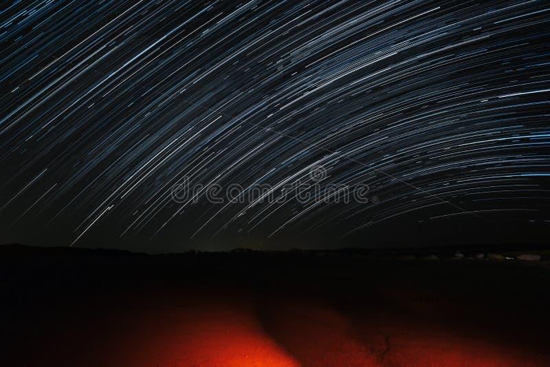 Traînées d'étoile près de rivière de Zin photos libres de droits