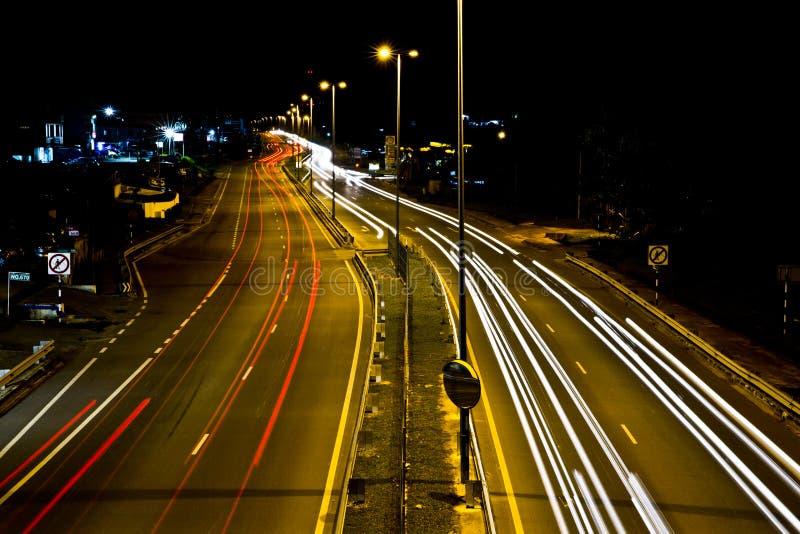 Traînées de lumière chez Jalan Tutong photographie stock libre de droits