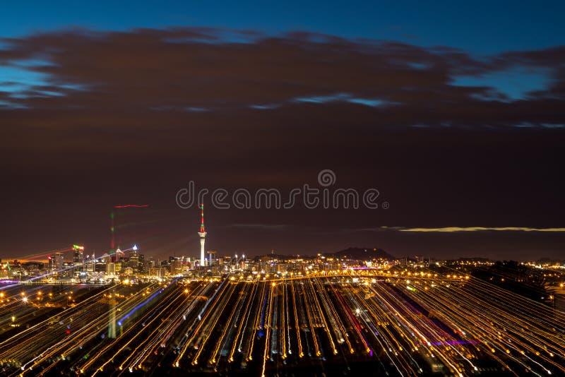 Traînées de lumière d'Auckland photo stock