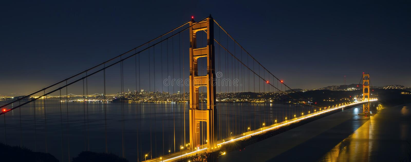 Traînées de lumière sur San Francisco Golden Gate Bridge photos stock
