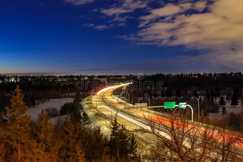 Traînées de lumière de véhicule à Edmonton photographie stock libre de droits