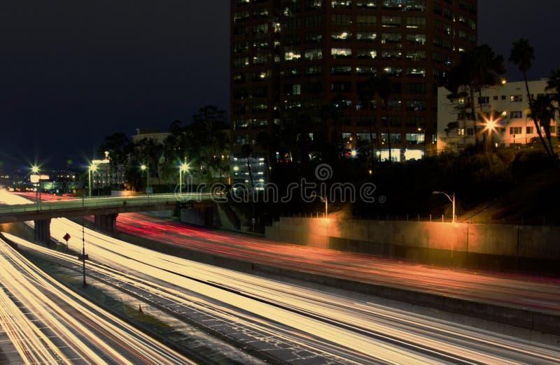 Traînées du centre de lumière de ville image libre de droits