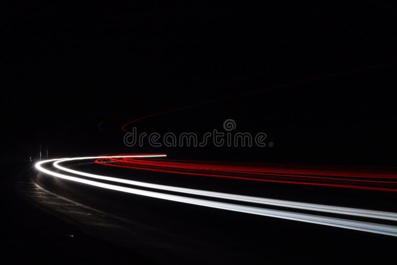 Traînées légères de tralight dans le tunnel Longue photo d'exposition dans un tunel photographie stock