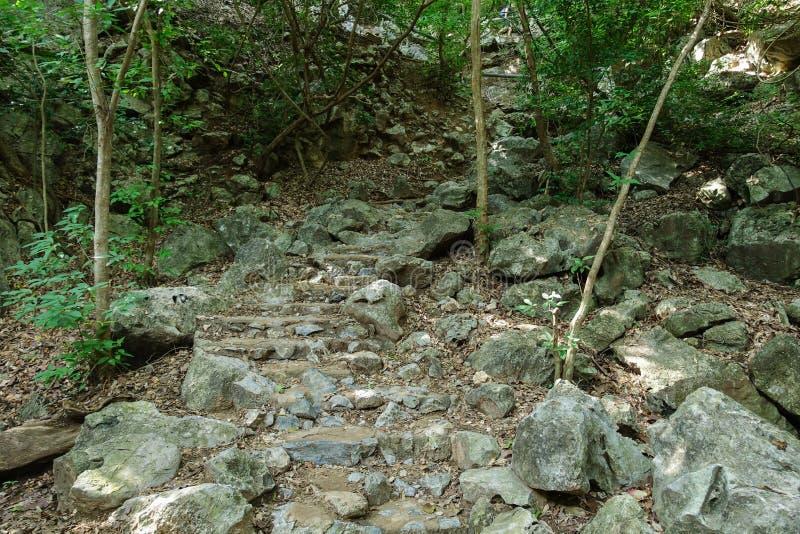 traînez à la manière de Leamsala à la caverne Hua Hin voisin, Tha de Phraya Nakorn photo libre de droits