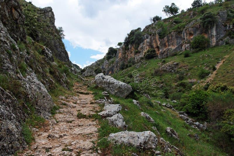 Traînez en gorge Mirador de Bailon près de Zuheros dedans photographie stock