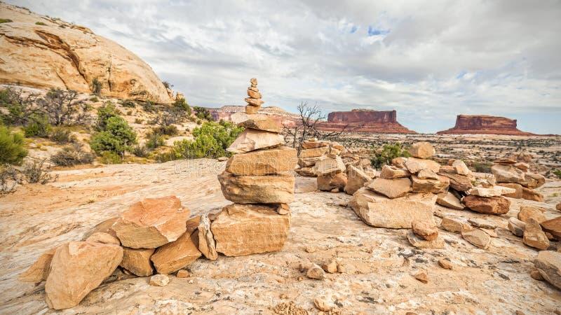 Traînez l'inscription en pierre de sentier piéton en parc national de Canyonlands images libres de droits