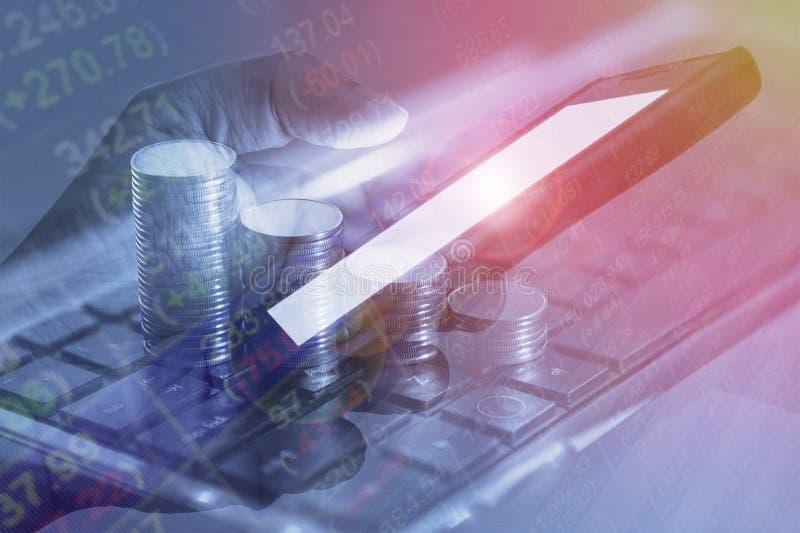 Tra móvel em linha da troca financeira móvel do mercado de valores de ação da operação bancária fotografia de stock royalty free
