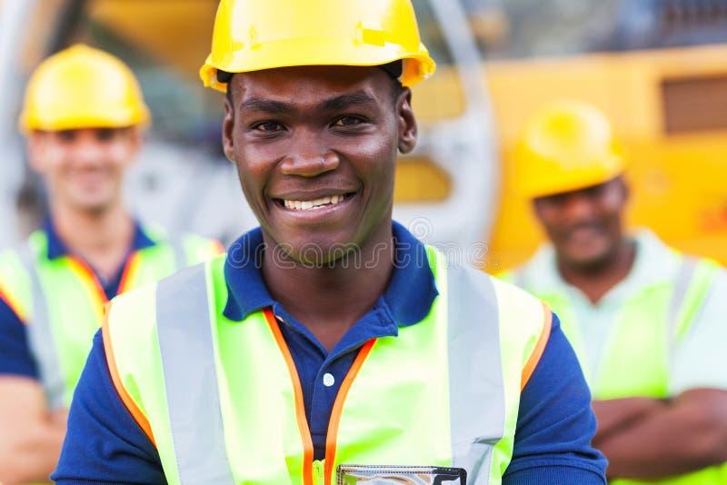 Trabajador de construcción africano imagen de archivo libre de regalías