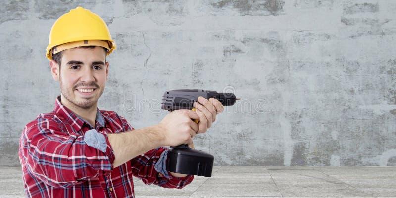 Trabajador de construcción con el taladro imágenes de archivo libres de regalías