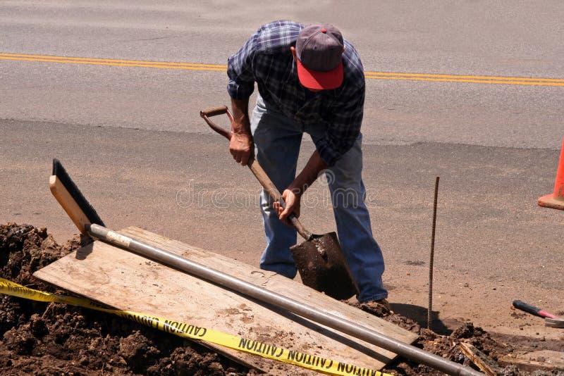 Trabajador de construcción con la pala foto de archivo libre de regalías