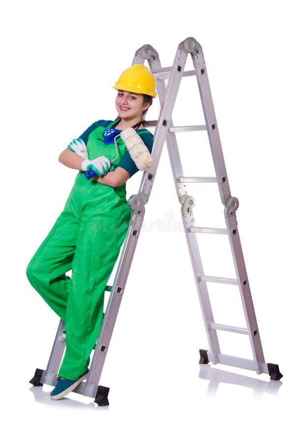Trabajador de construcción de sexo femenino con el juego de herramientas y la escalera imágenes de archivo libres de regalías
