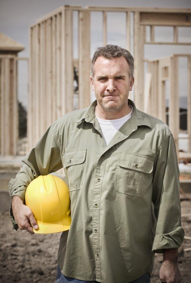 Trabajador de construcción de sexo masculino rugoso fotos de archivo