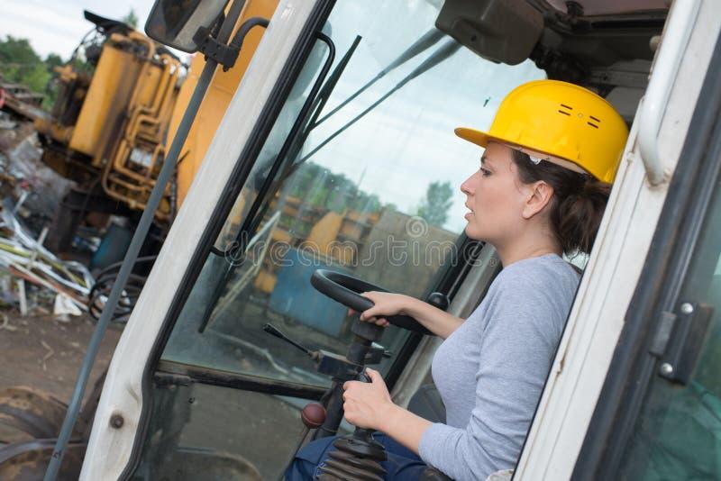 Trabajador de construcción Driving Digger imagenes de archivo
