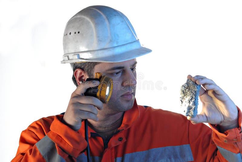 Trabajador de mina con la roca imagenes de archivo