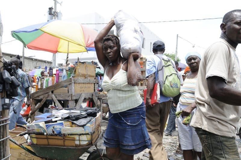 Trabajador de mujer en Haití. imagenes de archivo