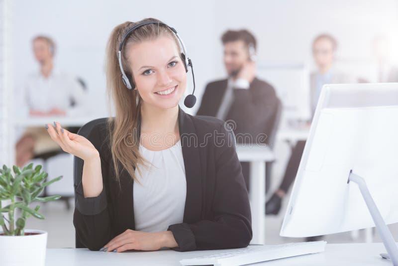 Trabajador del centro de atención telefónica foto de archivo libre de regalías