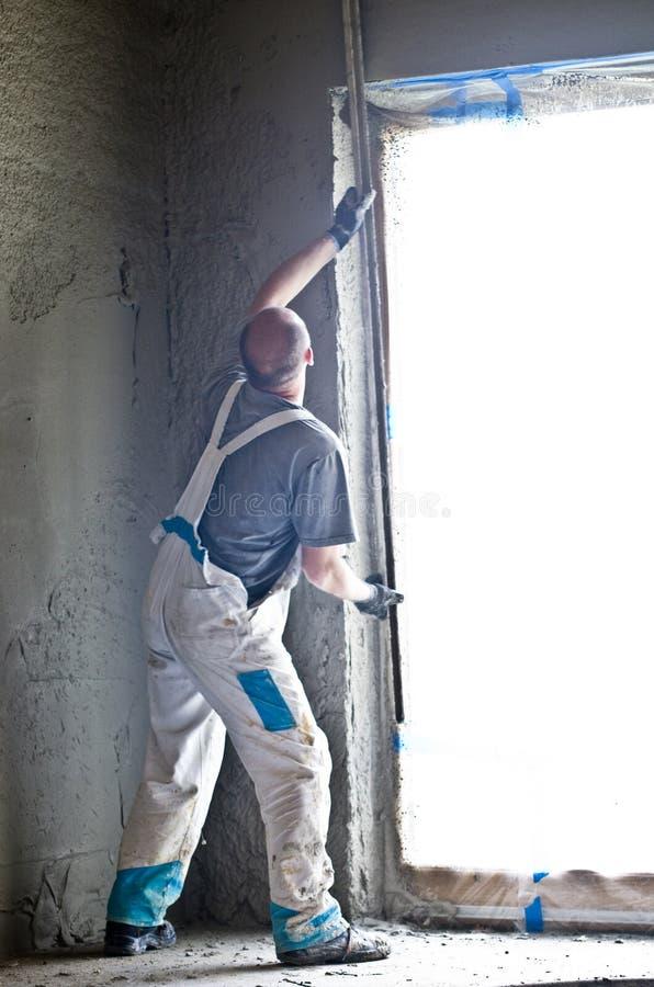 Trabajador del muro de cemento imagenes de archivo