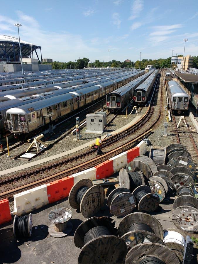 Trabajador del tránsito en Corona Rail Yard, NYC, NY, los E.E.U.U. foto de archivo