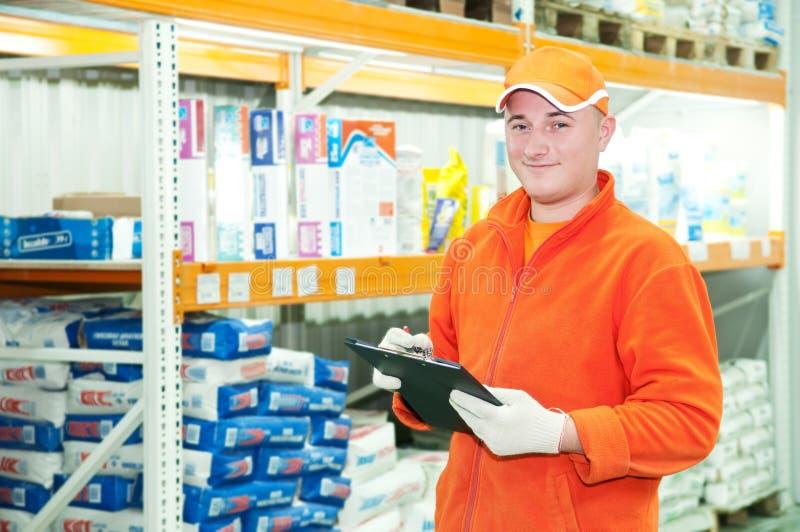 Trabajador en el almacén imagen de archivo libre de regalías