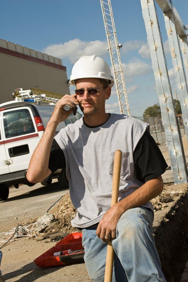 Trabajador en el teléfono fotos de archivo