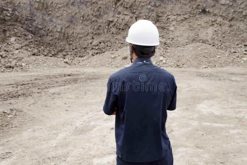 Trabajador en mina del lignito en al norte de TAILANDIA foto de archivo libre de regalías