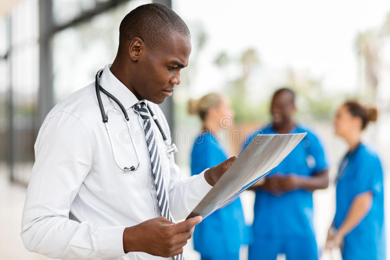 Trabajador médico africano imágenes de archivo libres de regalías